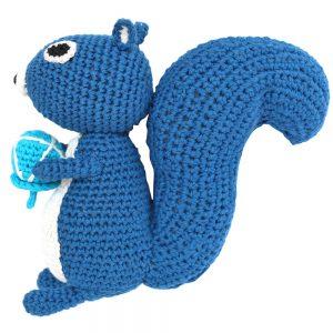Eichhörnchen gehäkelt (blau) Stofftier mit Rassel