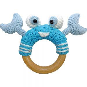 Krebs-Rassel auf Greifring aus Holz (Blau) Gehäkeltes Greifspielzeug