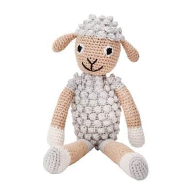 Gehäkeltes Schaf-Kuscheltier (grau) mit Rassel