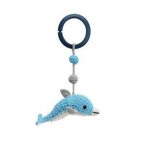 Gehäkelte Kinderwagenkette mit Delfinen & Ball (blau, Rasselgeräusch)