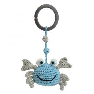 Kinderwagenanhänger gehäkelt Krabbe blau (mit Befestigungsring) - Sindibaba (Art.-Nr.: 12423, GTIN: 4057586124237)