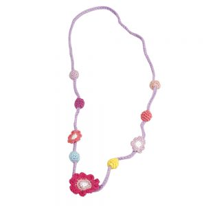 Halskettchen mit Blumen und Perlen (korallfarben) gehäkelt