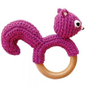 Eichhörnchen-Rassel auf Greifring aus Holz (Violett) Gehäkeltes Greifspielzeug