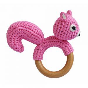 Eichhörnchen-Rassel auf Greifring aus Holz (Rosa) Gehäkeltes Greifspielzeug