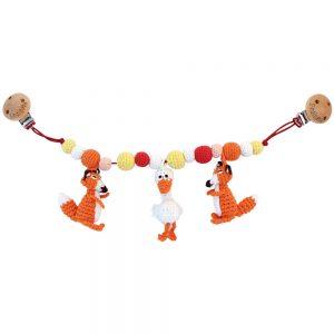 Gehäkelte Kinderwagenkette mit 2 Füchsen, Gans u. Perlen (weiss-orange) Rassel-Effekt